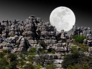 Rutas de senderismo por formaciones rocosas
